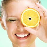 zensko lice i narandza