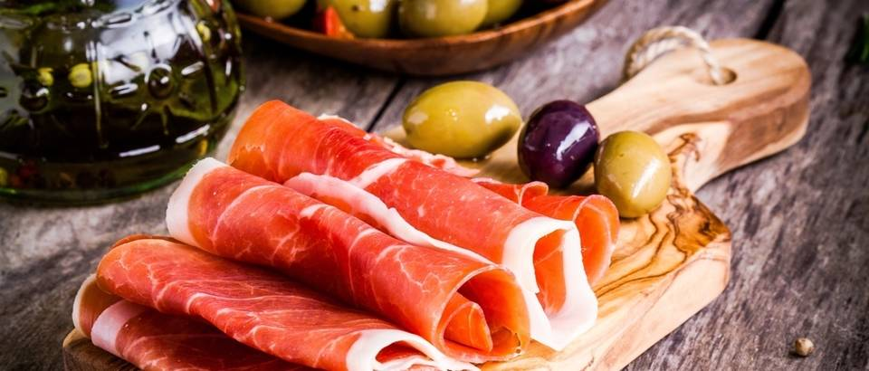 Pršut suhomesnati proizvodi naresci meso svinjetina shutterstock 260425739