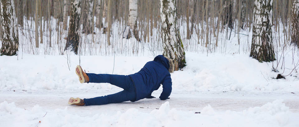 pad na snijegu, Shutterstock 554778718
