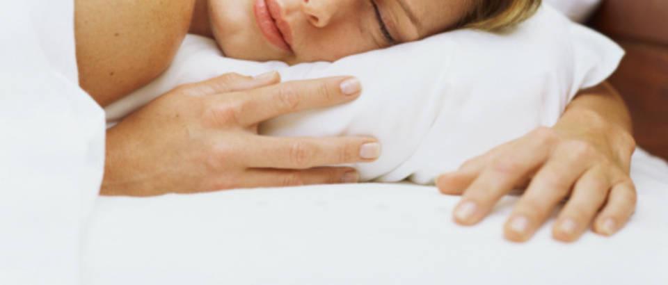 zena-san-spava-snovi-lijepa3