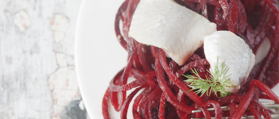Cikla crvena repa feta sir spiralno povrće shutterstock 343022291
