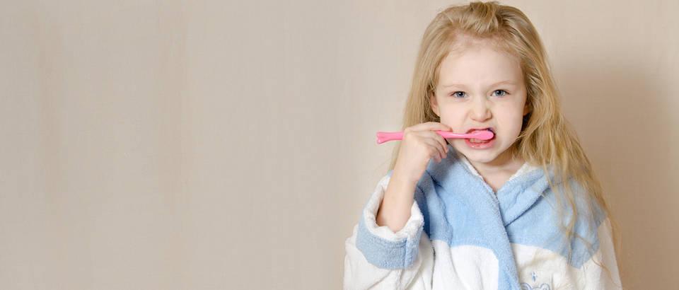 Pranje zubi djevojčica shutterstock 361371443