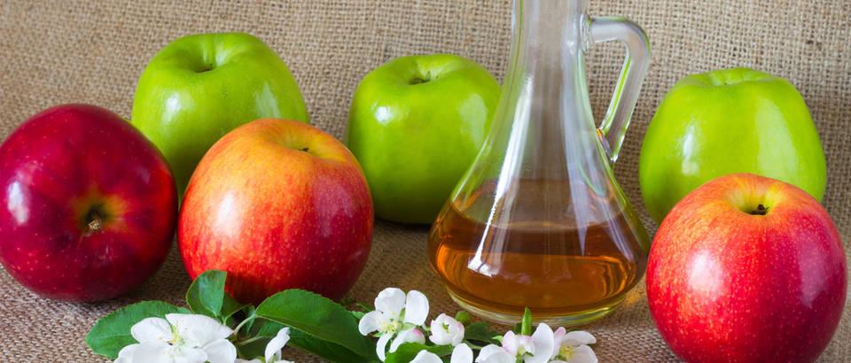 Jabučni ocat jabuke cvijet jabuke shutterstock 409841320