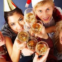 bozic-nova-godina-zabava-pice-prijatelji
