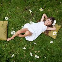 dijete, livada, Shutterstock 86493349