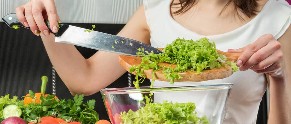 Salata sirova prehrana sirova hrana shutterstock 418906282