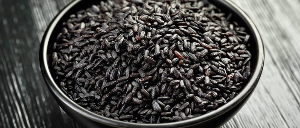 Crna riža shutterstock 324193406