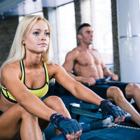 Vježbanje par teretana fitness program shutterstock 271629800