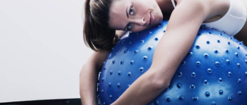 vjezbanje-zena-pilates-fitness