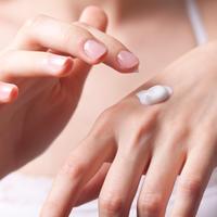 Ruke žena lijepe ruke krema za ruke shutterstock 57518284