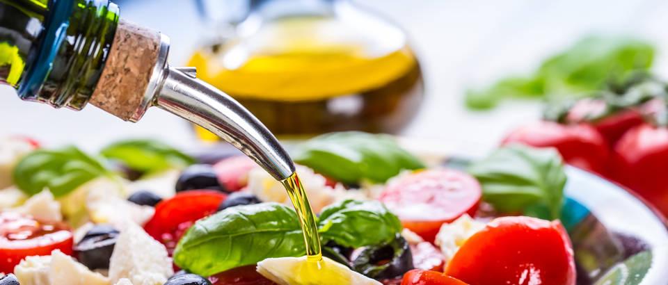 maslinovo ulje, salata, Shutterstock 291753935