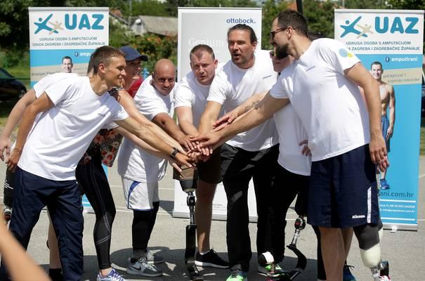 Voditelj Mario Mlinarić sa sudionicima kampa