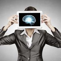 Mozak žena glava razmišljanje kreativnost posao multipla skleroza shutterstock 305459183
