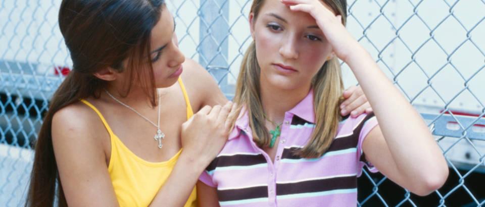 tinejdzerica, djevojke, glavobolja