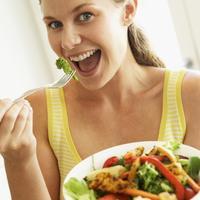 zena-jede-zdravo-hrana-salata1.jpg