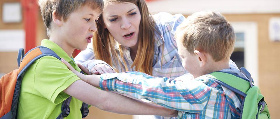 majka stiti dijete, Shutterstock 343101878