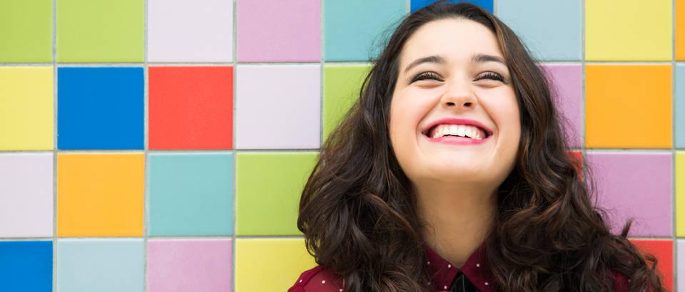 Smijeh sreća radost djevojka shutterstock