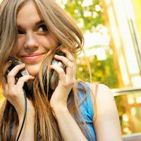 Glazba sreća slušalic eshutterstock 107359763