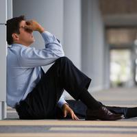 stres, posao, ured, muskarac, glavobolja