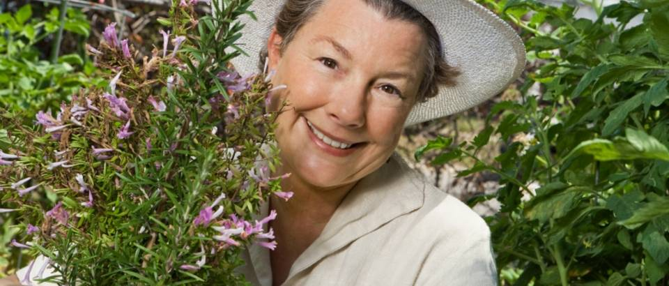 starija zena, biljke, menopauza
