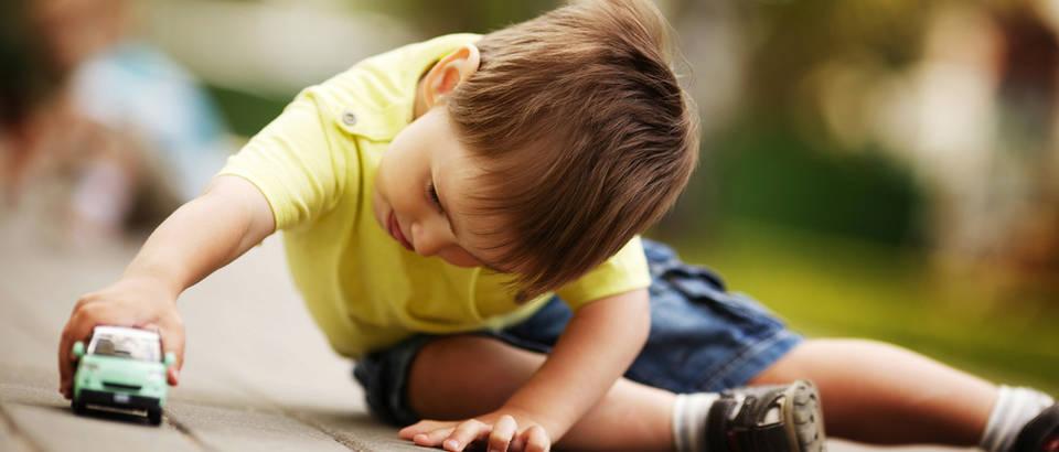 dijete, Shutterstock 105557297