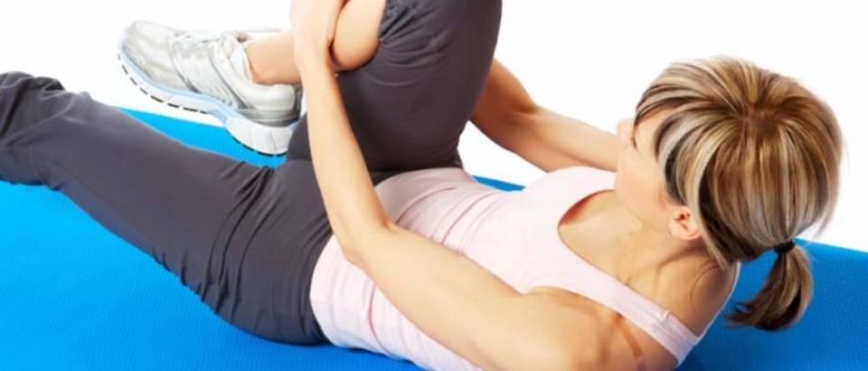vjezbanje-fitness-zena-joga-noge8