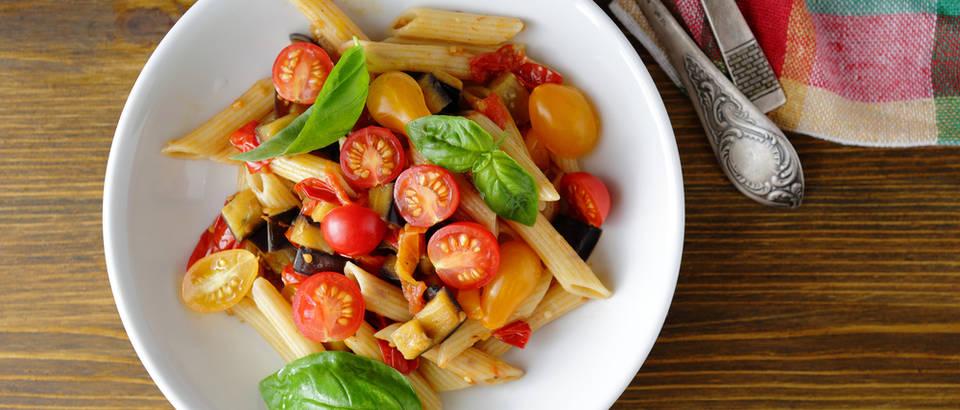 Patlidžan cherry rajčica tjestenina recept shutterstock 332025242