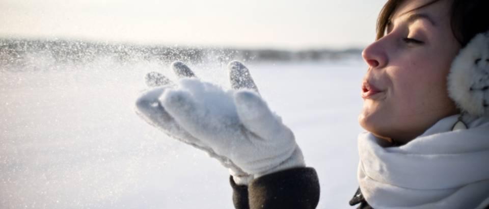 zena-snijeg-zima-lijepa2