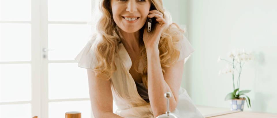 telefon, razgovor, kuhinja, zena, mobitel