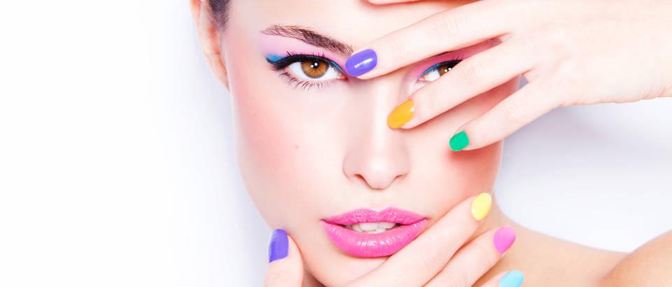nokti, Shutterstock 127210874