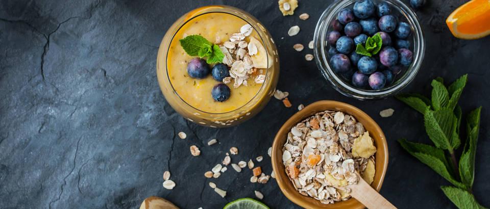 Naranča smoothie musli đumbir blueberry shutterstock 277058912