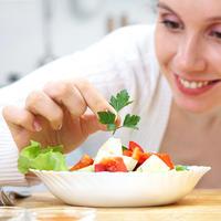 Salata persin sir zena hrana rajcica tanjur  shutterstock 93410437