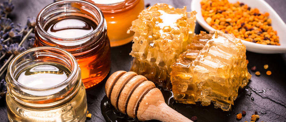 Med saće pelud pčelinji proizvodi shutterstock 311400119
