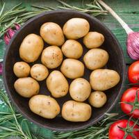 Krumpir rajčica češnjak ružmarin povrće shutterstock 287498420