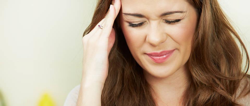 Glavobolja žena shutterstock 110562896