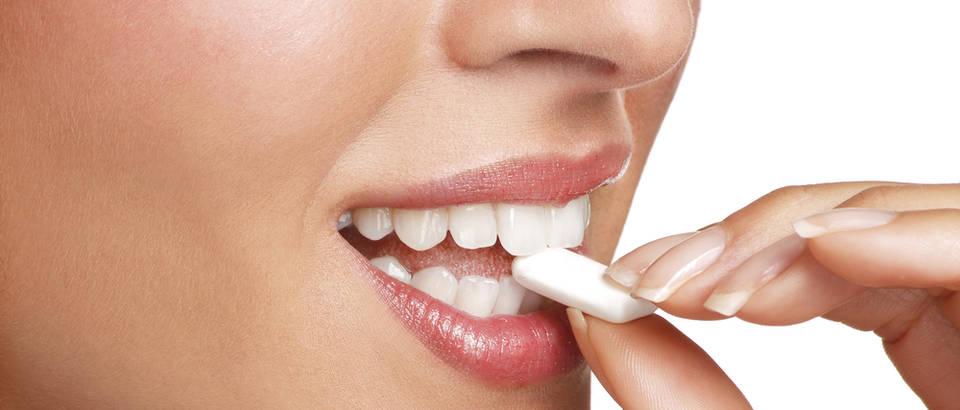 žvaka žvakanje zubi shutterstock 141654799