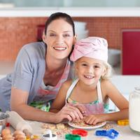 mama-dijete-obitelj-kuhinja-kolaci