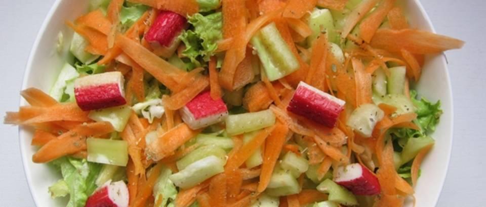 salata sa surimi racicima