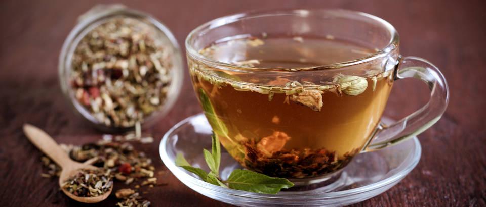 čaj biljni ljekovito bilje shutterstock 215467822