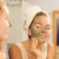 Glina maska lice tretman ljepota shutterstock