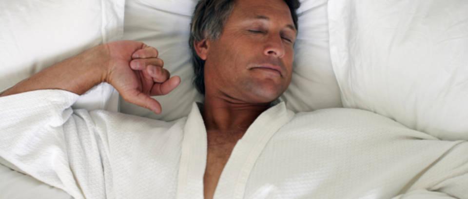muskarac-san-spavanje-nesanica