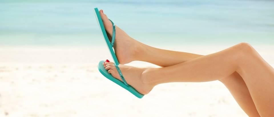Plaža duge noge japanke ljeto