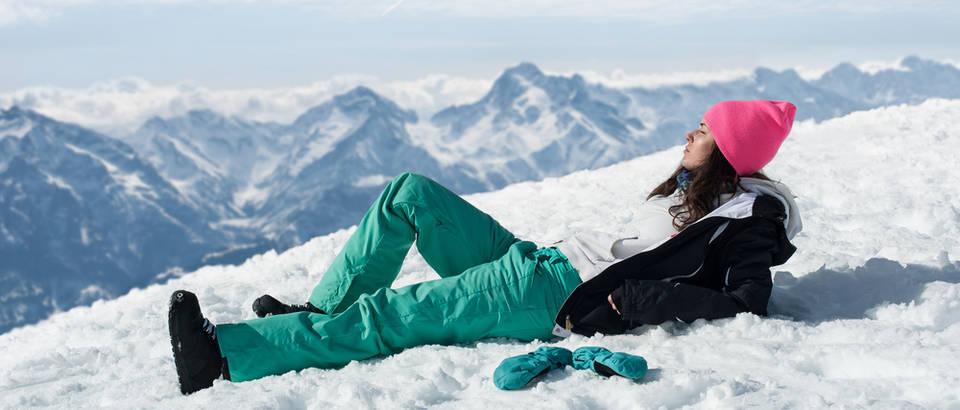 Zima sunce planine snijeg koža skijanje zrak priroda shutterstock 273740696