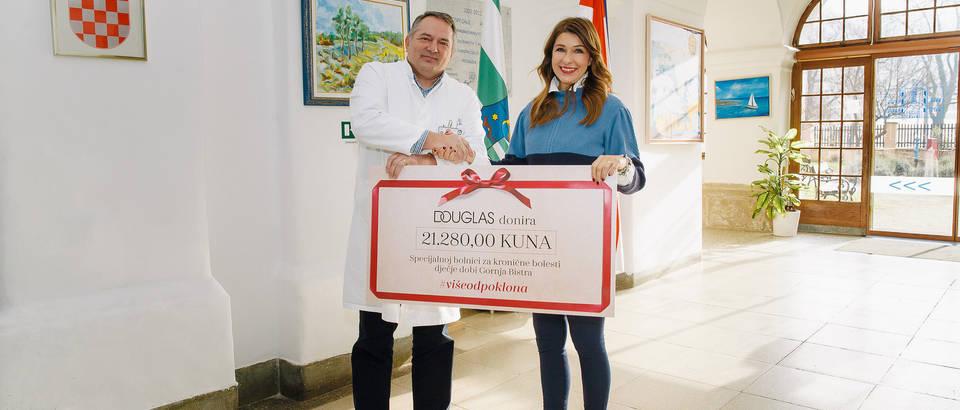 Ravnatelj bolnice Renato Mittermayer s izvršnom direktoricom Douglas parfumerija, Adrijanom Bokan
