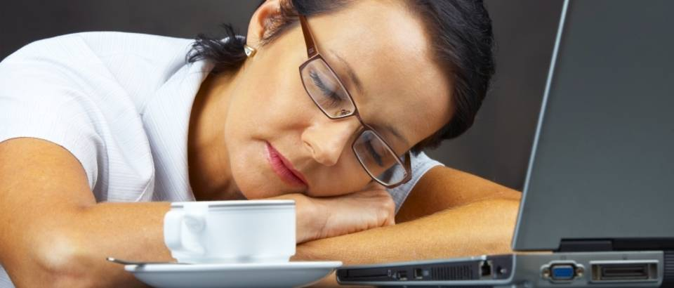 spavanje na poslu, kava, racunalo, kompjuter, umor