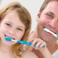 zubi-mlijecni-cetkica-pranje-zubi-obitelj-stomatolog-zubar