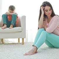 Mama sin svađa svađanje majka roditelji dijete djeca shutterstock 378763075