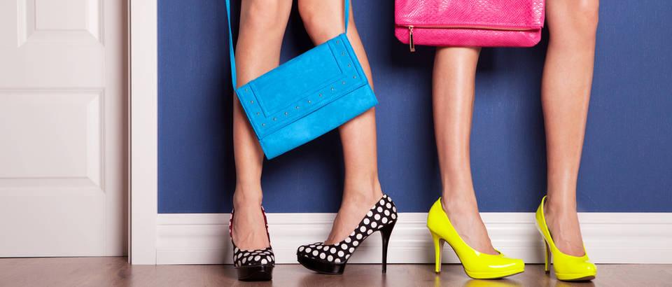 Torbe ženske torbe cipele štikle shutterstock 126126110