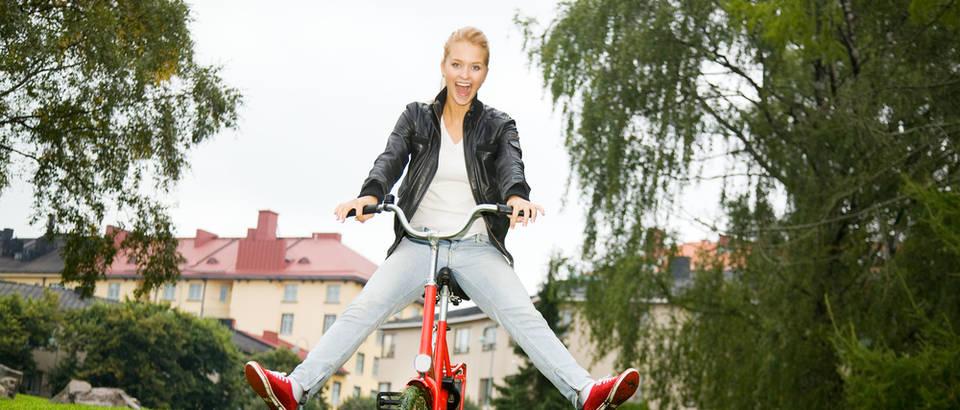 bicikl, lijepa zena,. prirodaShutterstock 47227666