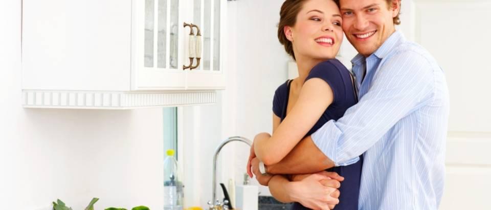 par, kuhinja, ljubav, brak, sreca, zagrljaj